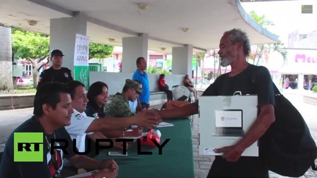 Video: En México regalan iPads y portátiles a quien entregue sus armas