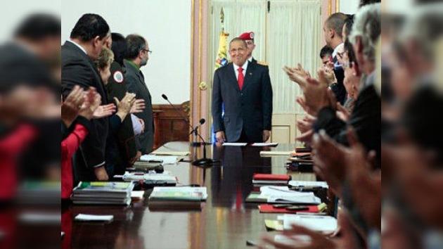 """Chávez reanuda su batalla """"nacional"""" contra el cáncer con más quimioterapia"""