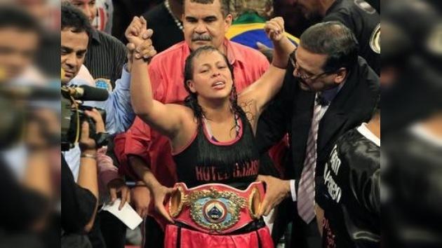 La boxeadora colombiana Enis Pacheco, campeona mundial de peso ligero