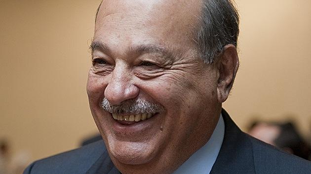 El multimillonario mexicano Carlos Slim compra dos equipos de fútbol
