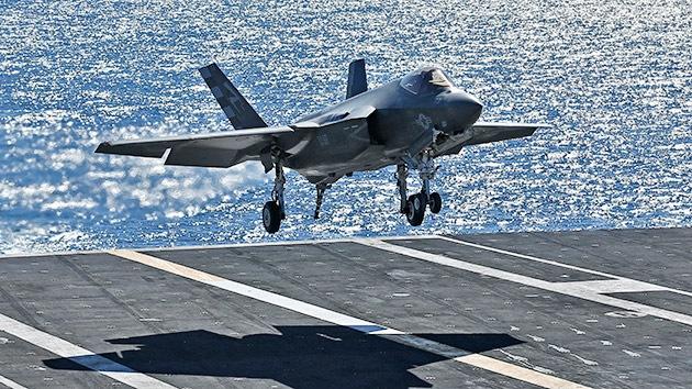 Video: El caza furtivo F-35 aterriza por primera vez sobre un portaaviones