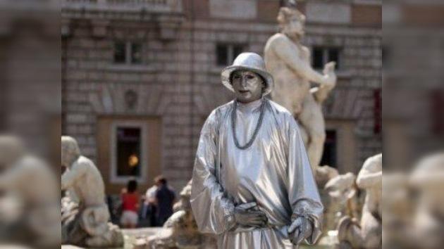 Las 'estatuas vivientes' se quedan de piedra: Roma quiere despacharlas de la calle