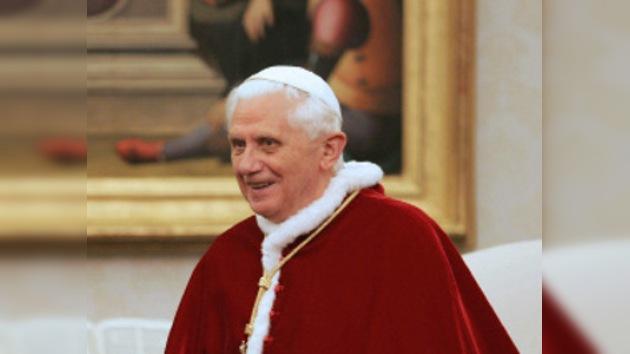 El Papa vuelve a darse un baño de multitudes tras el incidente navideño
