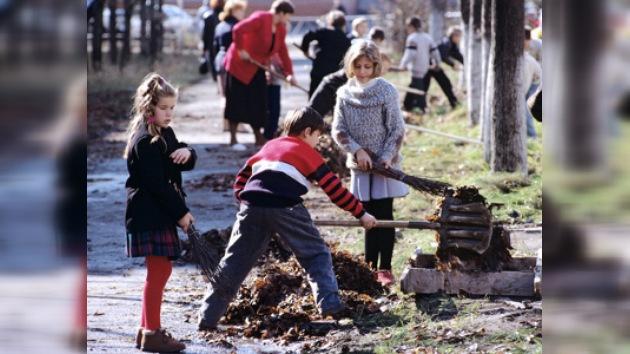 Voluntarios hacen conjuntamente los trabajos de primavera en Moscú