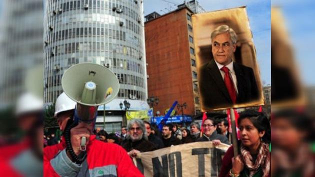 El presidente chileno cede ante los indignados y remodela su gabinete