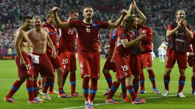 La República Checa pasa a cuartos como líder del grupo A y elimina a Polonia