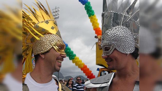 El Desfile del Orgullo Gay pinta a Río de Janeiro con colores del arcoíris