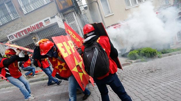 Al menos 90 heridos en los disturbios durante la marcha del Primero de Mayo en Estambul