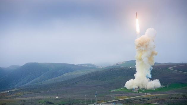Vídeo, fotos: EE.UU. prueba con éxito un vehículo espacial con misión de 'acertar para matar'