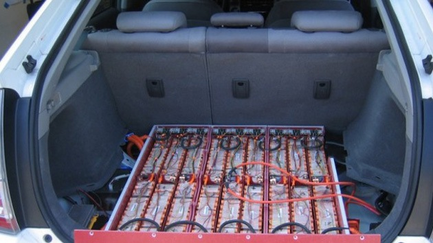 Crean una batería de litio capaz de 'cargarle las pilas' a un auto eléctrico durante 27 años