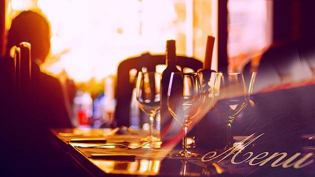 Los 10 trucos psicológicos que usan los restaurantes para 'rebañarnos' los bolsillos