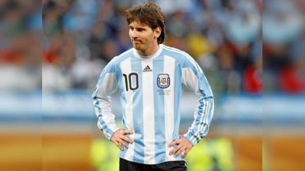 Argentina convoca a Messi para un amistoso pese a su lesión