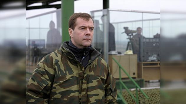 El presidente Medvédev monopoliza el 'derecho de defender Rusia'