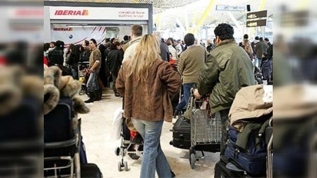 Miles de viajeros quedaron atrapados en Barajas