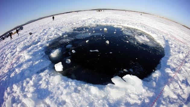 El meteorito de Cheliábinsk deja huella: hallan un cráter en el fondo de un lago