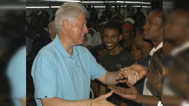 Bill Clinton prometió impulsar esfuerzos humanitarios en Haití