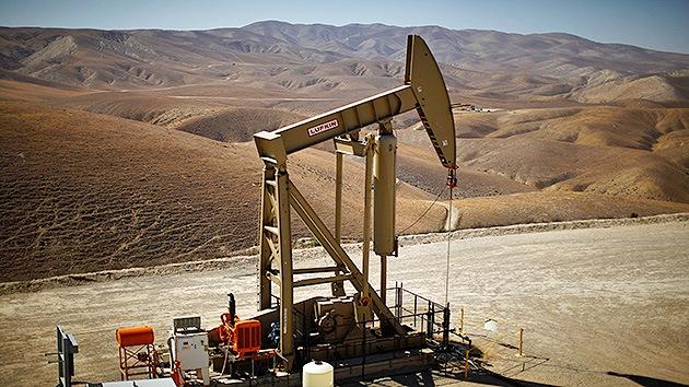 Millonario estadounidense: Las petroleras reducirán la extracción por los bajos precios