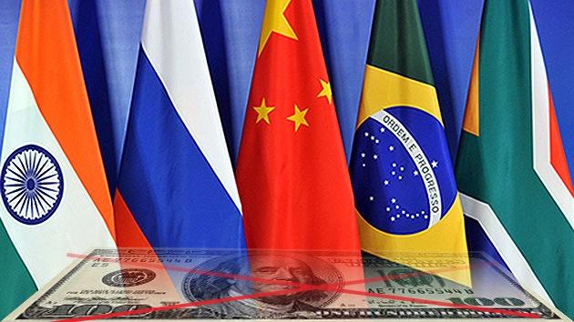 Los BRICS hacen bloque contra la sanciones a Rusia para romper las ataduras del dólar