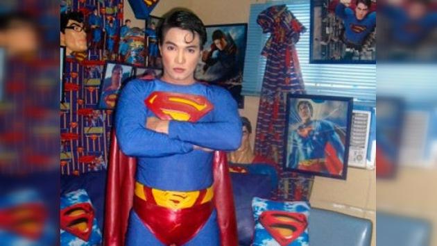 Superman gracias a la cirugía estética