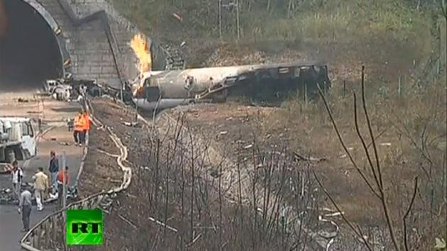 Video: Un camión cisterna explota en China matando a tres bomberos