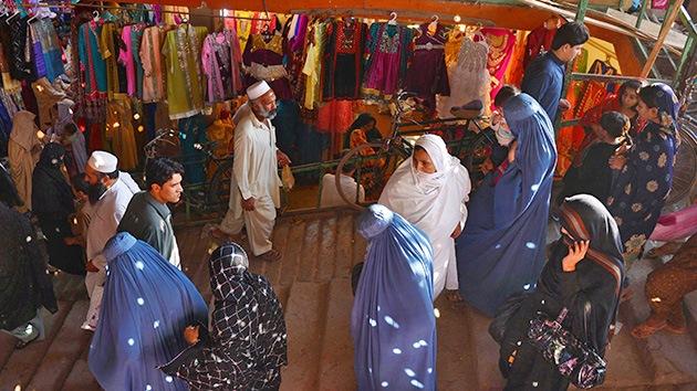 Unos clérigos de Pakistán prohíben a las mujeres salir solas de compras