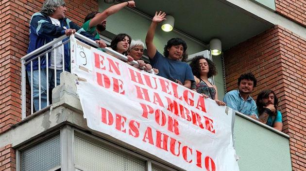 VIDEO: Un desahucio en España se convierte en una batalla campal