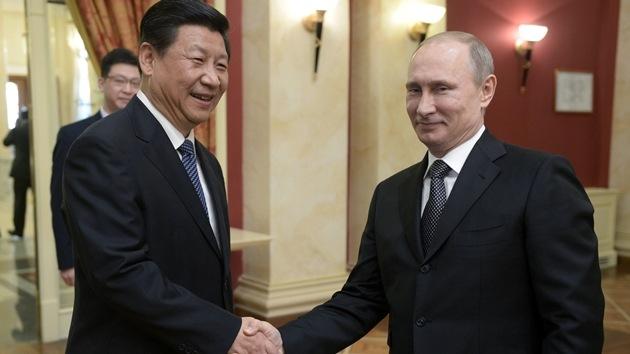"""""""La imposición de sanciones contra Rusia causará un acercamiento ruso-chino"""""""