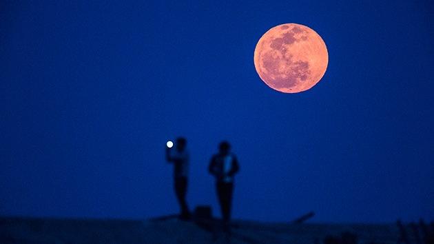 Atentos al cielo: contemplen el eclipse lunar 'imposible' este miércoles