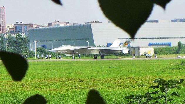 China ultima su caza furtivo J-20 de quinta generación