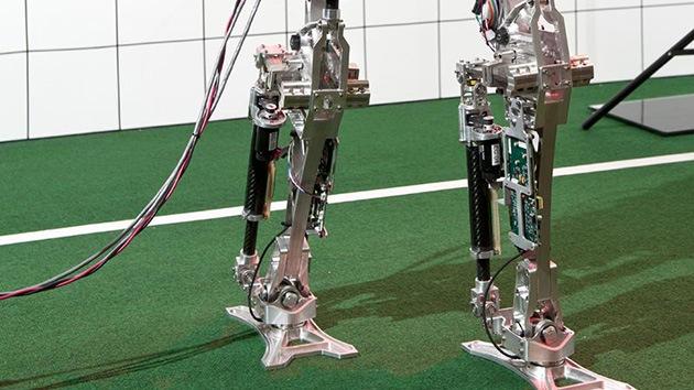 Camino a la perfección: Desarrollan un robot capaz de caminar como un humano