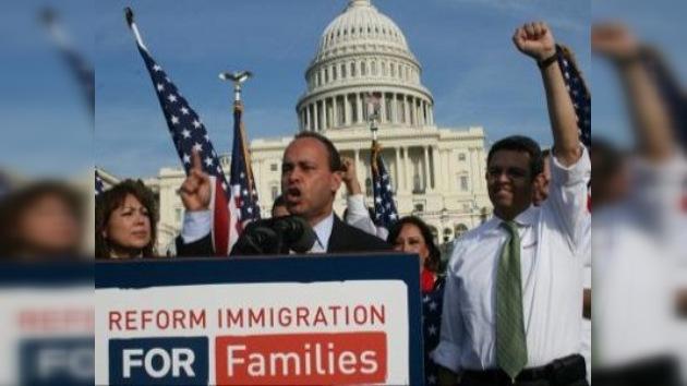 Organizaciones hispanas apoyan la ley de reforma migratoria
