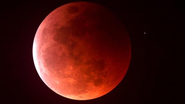 La luna sangrante de este mes evoca profecías apocalípticas
