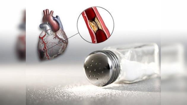 El consumo excesivo de sal tiene el mismo efecto nocivo que fumar