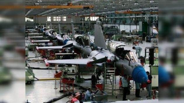 Avión militar francés se estrella contra el mercado: ¿conspiración o fallos de diseño?