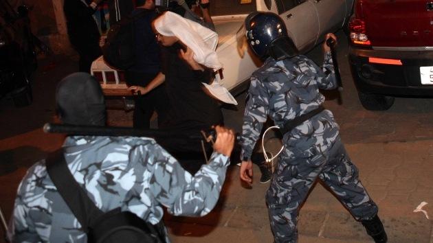 Fotos: la policía de Kuwait dispersa a los manifestantes con gas lacrimógeno