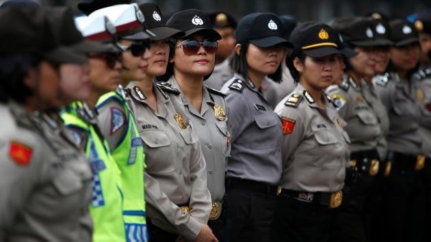 Video: Polémica por el test de virginidad que deben pasar las aspirantes a la Policía indonesia