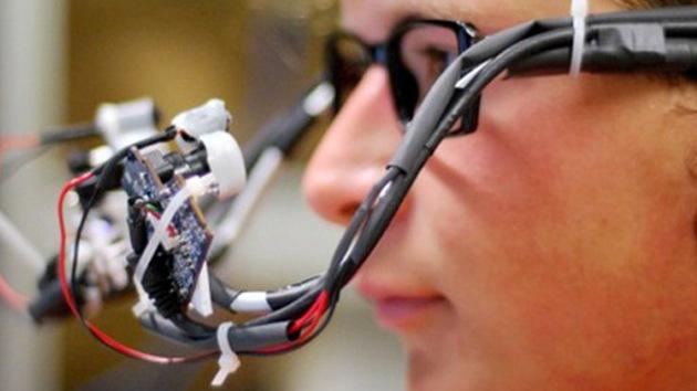 VIDEO: Un dispositivo transforma la mirada humana en el ratón de la computadora
