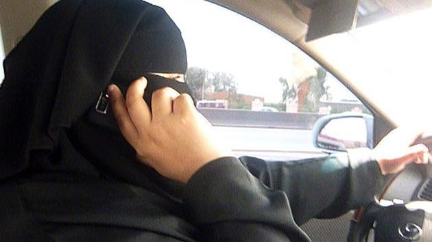 Derecho a conducir: las sauditas se graban al volante en una nueva campaña