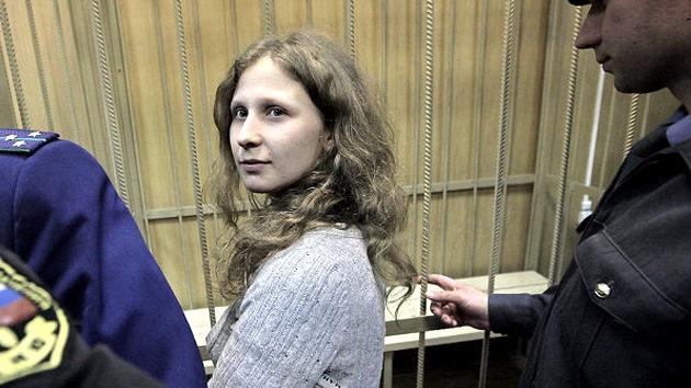 Trasladan a una celda individual a una integrante de Pussy Riot que pidió ser aislada