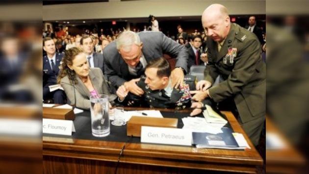 General estadounidense se desmaya durante una audiencia en el Senado