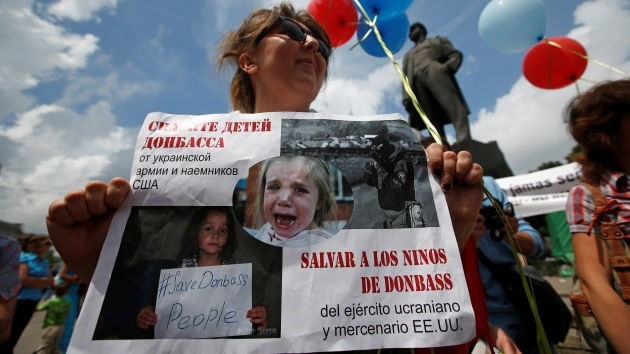 FOTOS, VIDEO: Los padres en Donetsk exigen seguridad para sus hijos