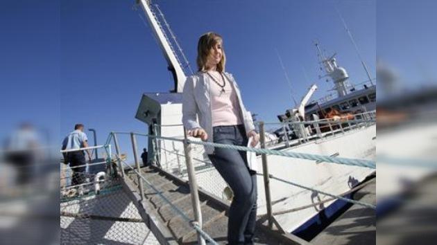 La joven navegante de EE. UU. regresa sana y salva a su país