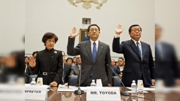 El director general de Toyota se disculpa por los defectos de sus coches