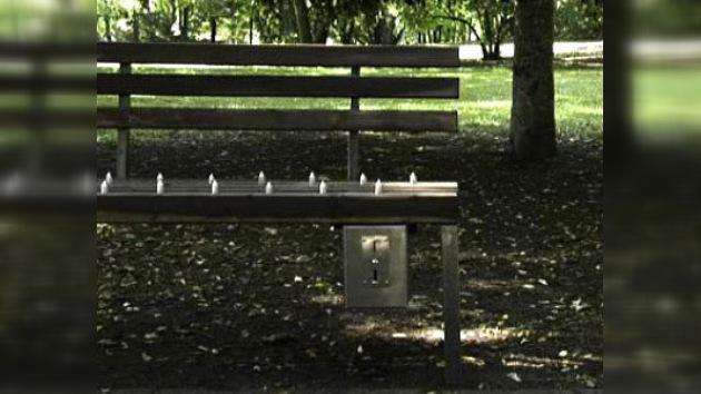 En un parque de China colocaron bancos con púas