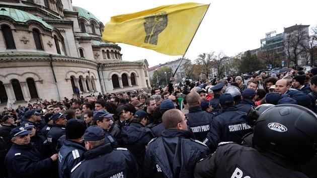 Video, fotos: Estudiantes búlgaros bloquean el Parlamento