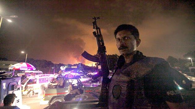 Minuto a minuto: Terroristas asaltan el principal aeropuerto de Pakistán