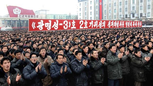 """""""¡Los vamos a matar!"""": Miles de norcoreanos se manifiestan contra EE.UU. y Corea del Sur"""