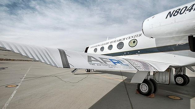 Fotos: La Fuerza Aérea de EE.UU. ensaya un avión con alas adaptativas y sin flaps