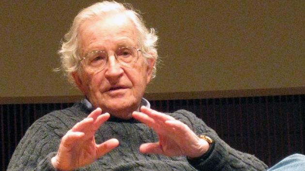 Chomsky: El pánico de los líderes de EE.UU. sobre Crimea es por la pérdida del control global