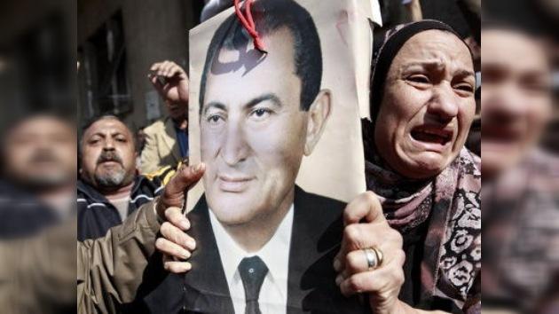 Mubarak hospitalizado en vez de ser interrogado